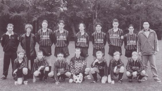 Paasberg B-junioren. Seizoen 1998-1999. Trainer Hanny Tan.